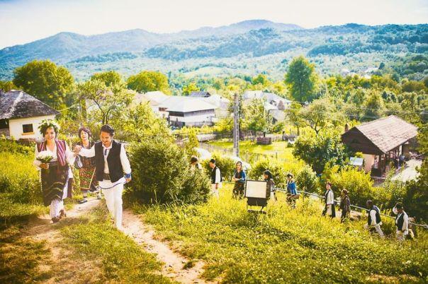 A-different-wedding-in-todays-Romania-5755637dd362e__880